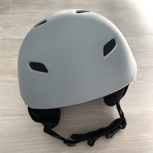OutdoorMaster | Gray Snow Helmet